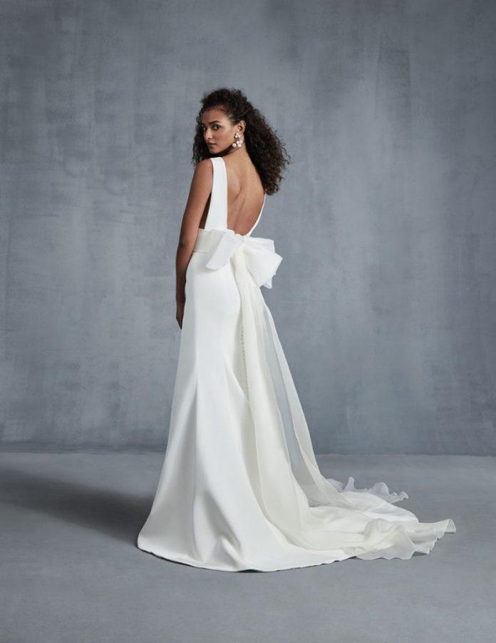 Heart four-layer crepe silk shift dress ($ 4,690), detachable bow ($ 1,127), Ines di Santo, Chic Parisien, Coral Gables