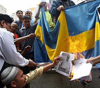 SwedenCollapsing-FlagBurning