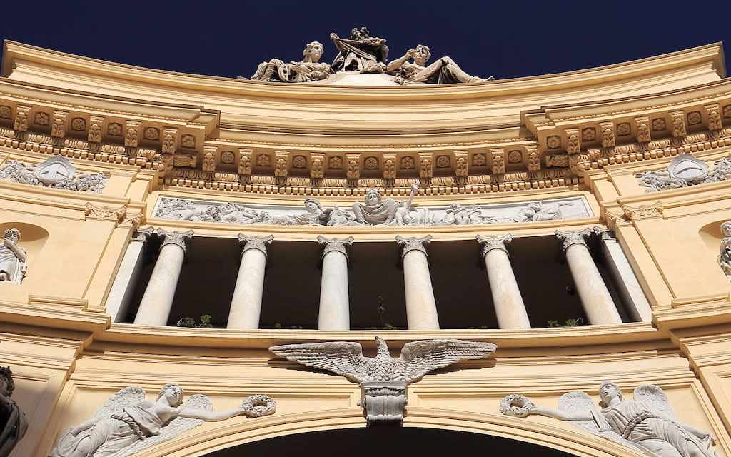 Galleria Umberto I di Napoli, l'eleganza del XIX secolo