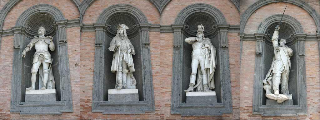 Statue dei re di Napoli, Facciata del Palazzo Reale