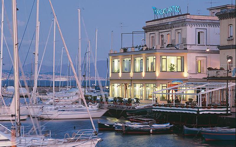Borgo Marinari: Ristorante Transatlantico a Napoli
