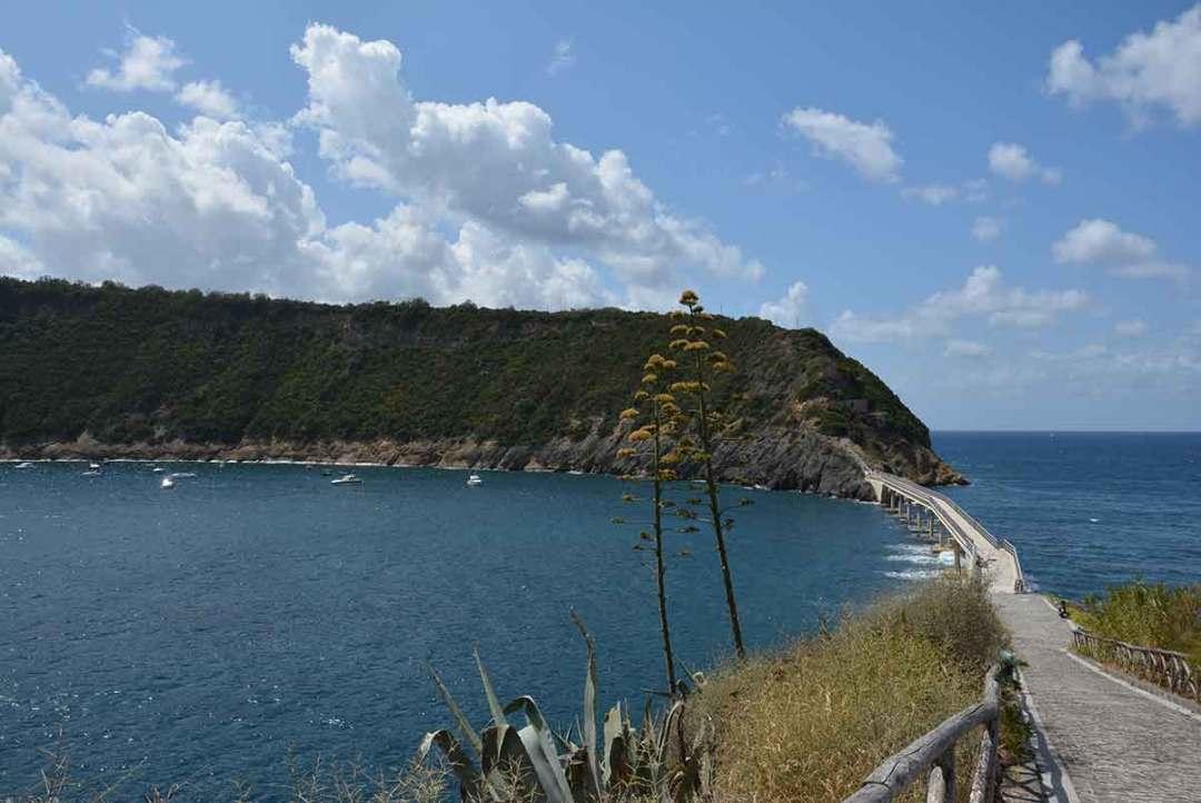 Isola di Vivara: il ponte