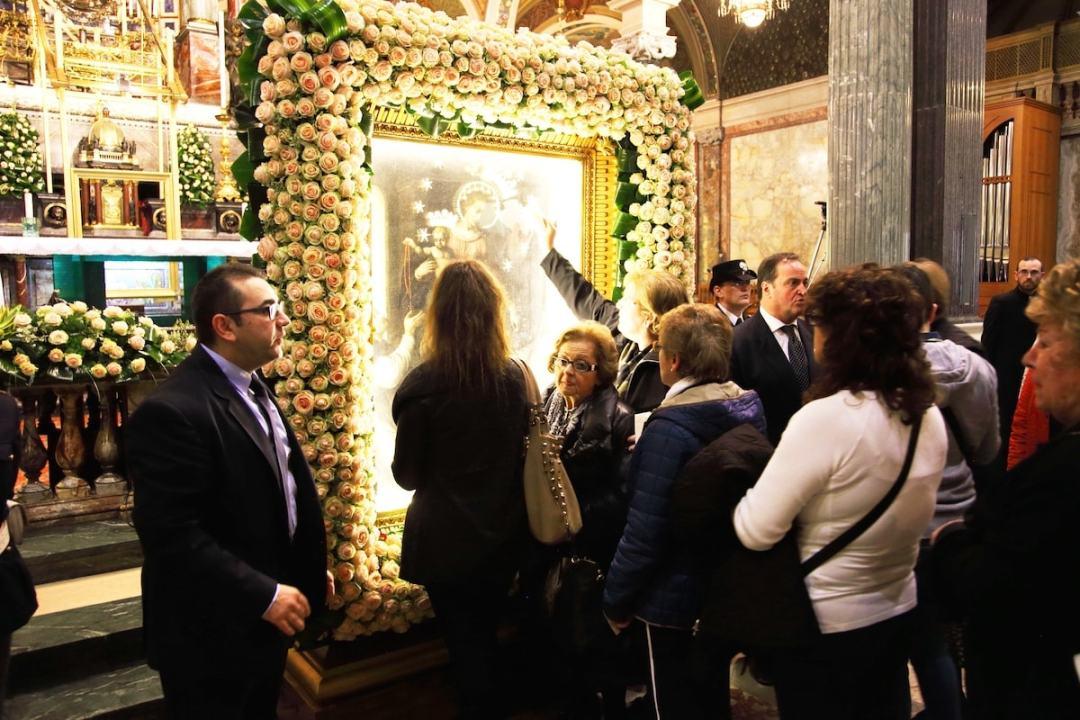 Madonna di Pompei Bacio del Quadro