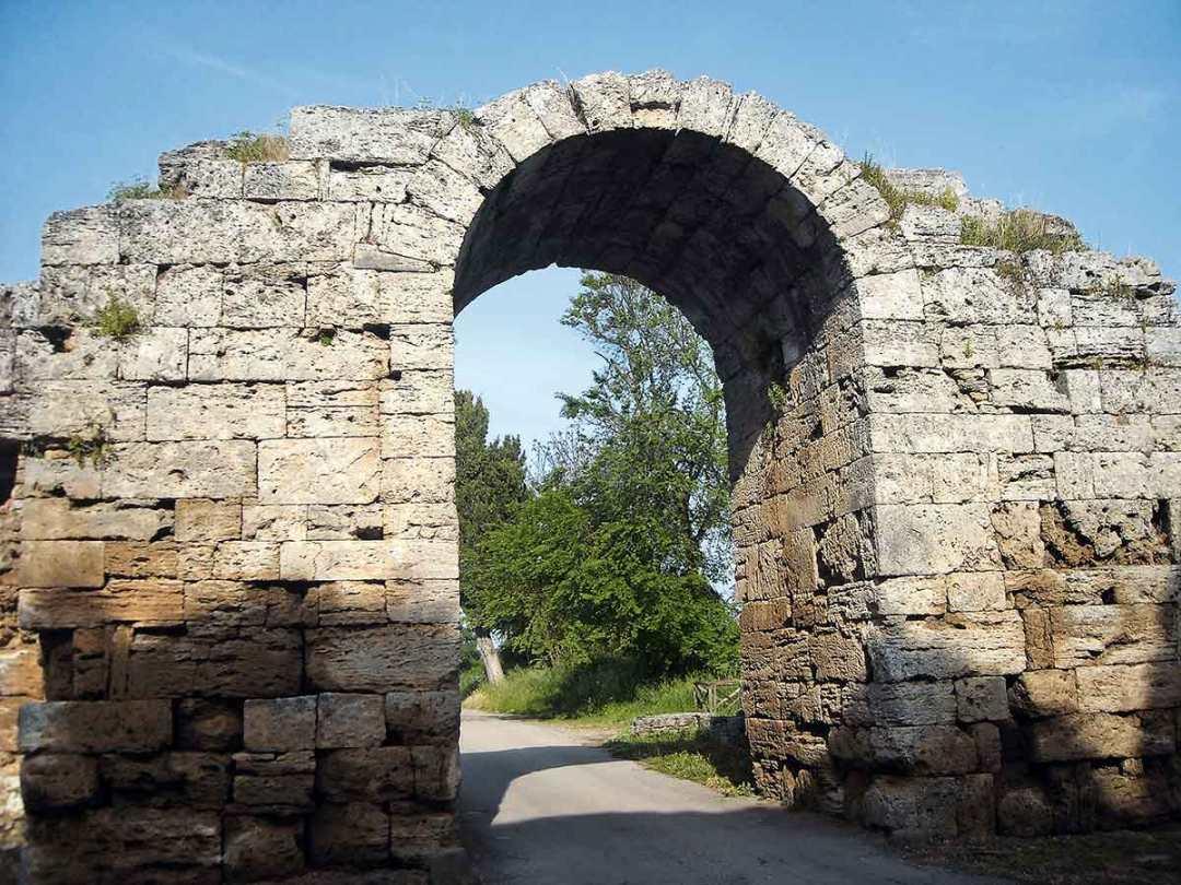 Parco Archeologico di Paestum le mura