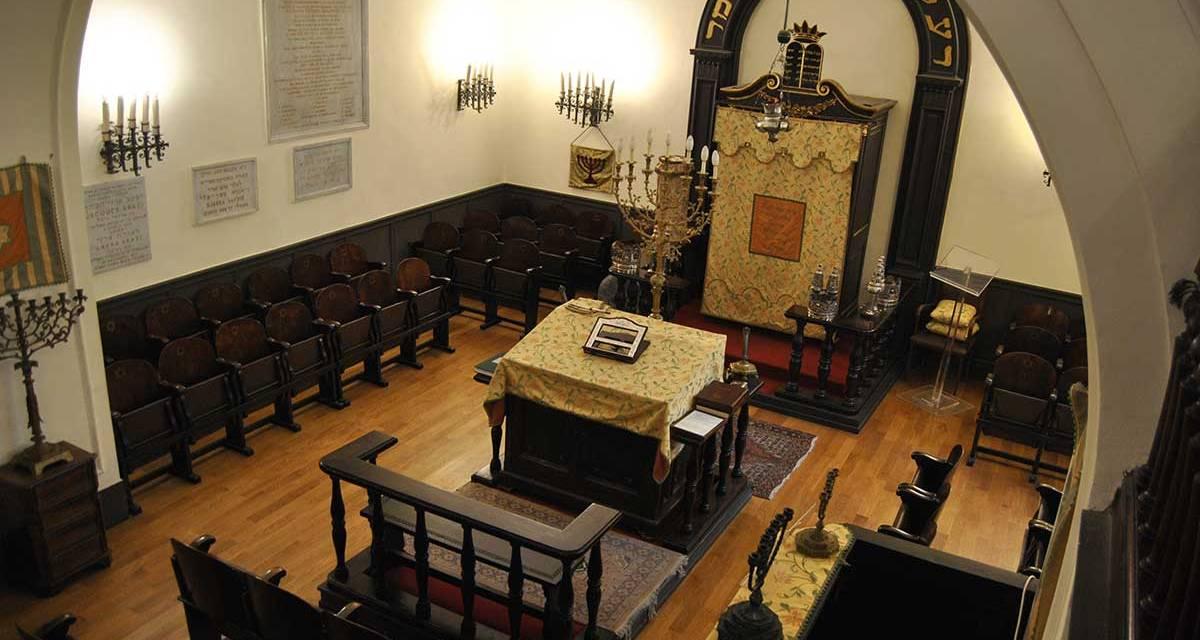 Visita alla Sinagoga di Napoli, alla scoperta della cultura ebraica