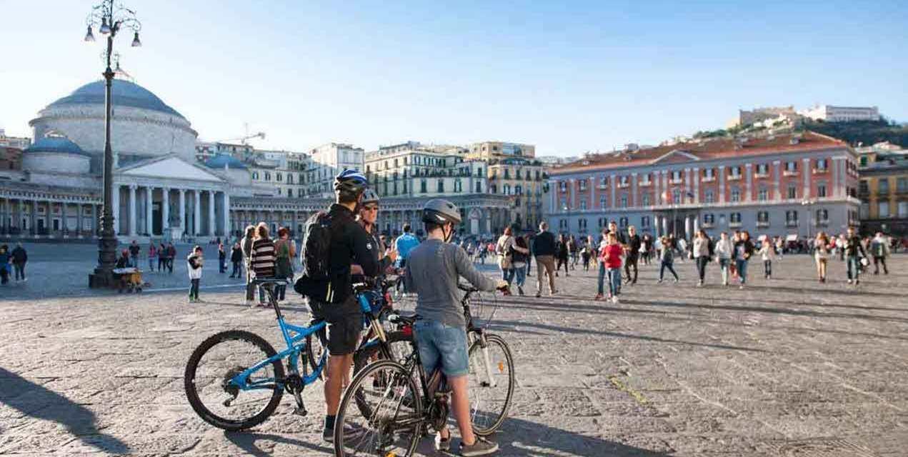 Scoprire Napoli in Bicicletta