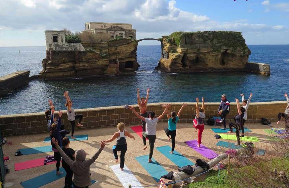 YoGaiola - lo Yoga si invita alla Gaiola Napoli