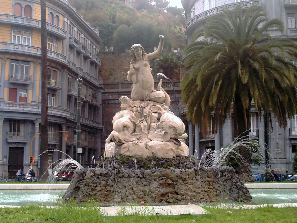 Sirena Partenope, Piazza Sannazzaro
