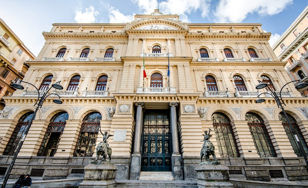 Palazzo della Borsa di Napoli e la Chiesa di Sant'Aspreno