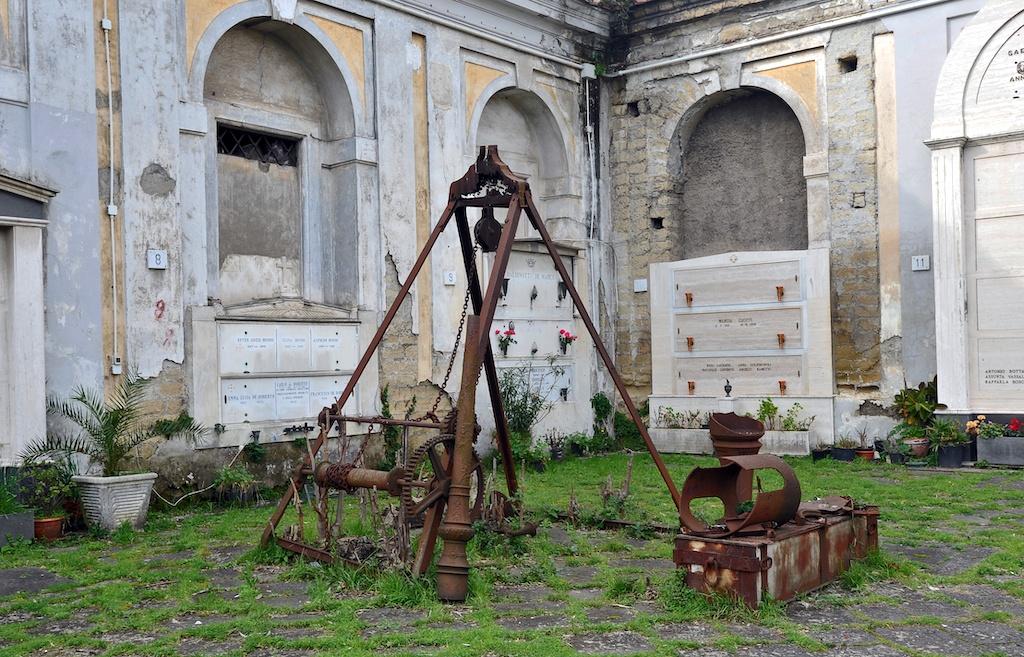 Macchina Funebre, Cimitero delle 366 fosse Napoli