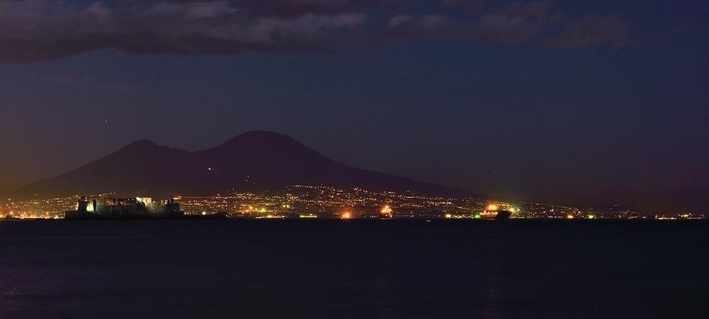 Golfo di Napoli di Notte