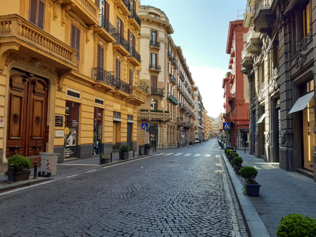 Napoli Via dei Mille