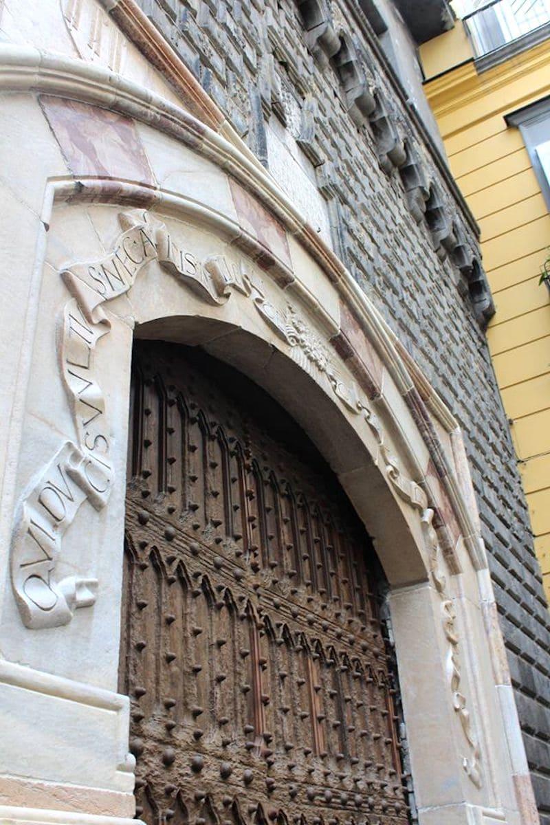 Portone di Palazzo Penne