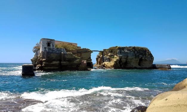 Isola della Gaiola a Posillipo, bella e maledetta