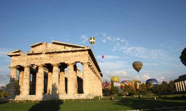 Paestum, torna il Festival delle mongolfiere per ammirare i templi dal cielo