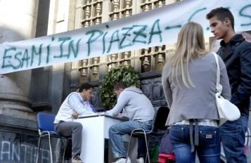 Esami in piazza contro la Gelmini 2