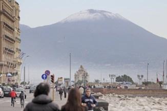 La neve imbianca il Vesuvio 1