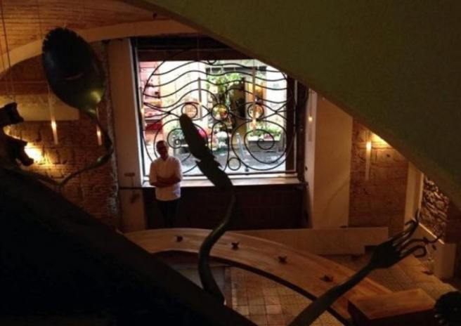 Gino Sorbillo nella Pizzeria Scaramentica