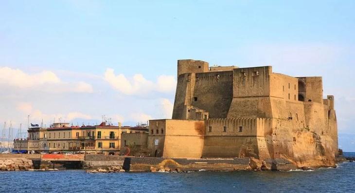 Castel dell'Ovo en Nápoles: historia, horarios, cómo llegar