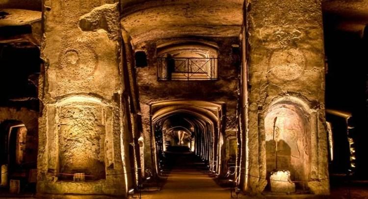 I percorsi sotterranei di Napoli tra gallerie, catacombe e ipogei
