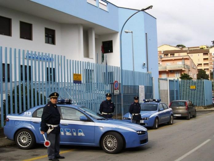 Arrestato spacciatore: poliziotti si fingono postini per acciuffarlo