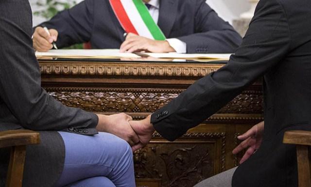 Napoli: si celebrano le prime unioni civili tra Sannino e Di Leo