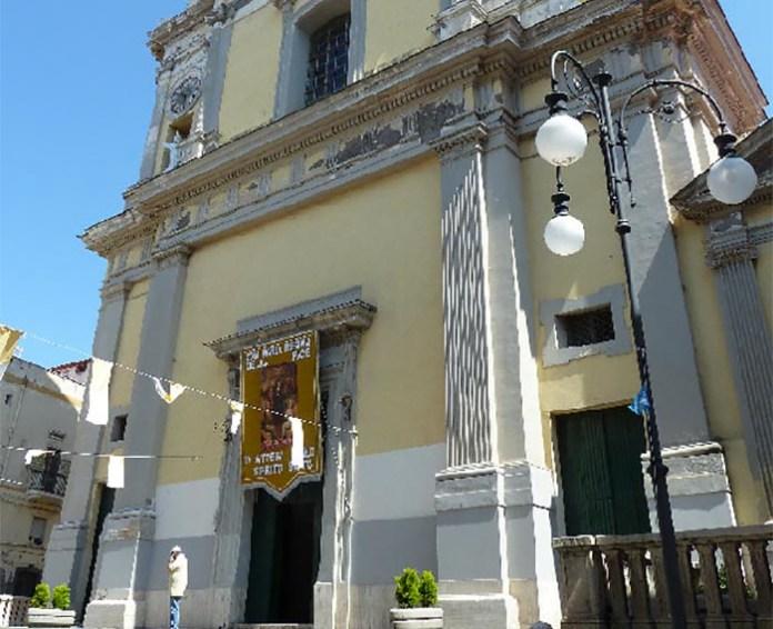 Torre Annunziata, un altro crollo: giù calcinacci di una chiesa