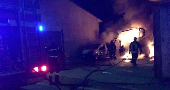 Bacoli, in fiamme pub a Fusaro. Danni alle abitazioni limitrofe