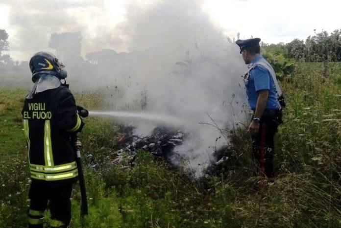 Incendio a Terzigno: uomo bruciava rifiuti speciali