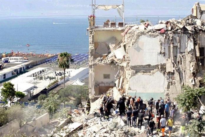 Torre Annunziata, crollo palazzina: richiesto silenzio per ricercare i dispersi