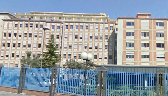 Ospedale Pascale, cade controsoffittatura in pieno orario visite