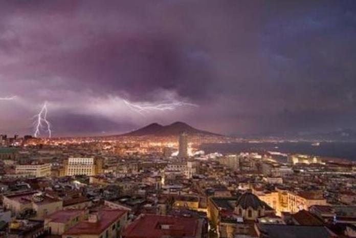 Meteo Napoli: in arrivo un ciclone che porterà frequenti temporali