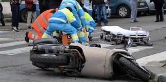 Tremendo incidente stradale sul litorale Domitio: una vittima