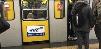"""Napoli, Metro Linea 1 sospesa: """"Finita la pausa caffè?"""""""
