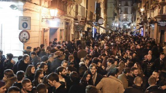 Notte di sangue a Napoli, sparatoria ai Baretti: colpiti 3 minorenni