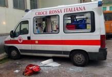 Vomero, ambulanza colpita da un paletto di ferro: ferita inferimera