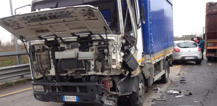 Incidente stradale sulla A14: muore un giovane camapano