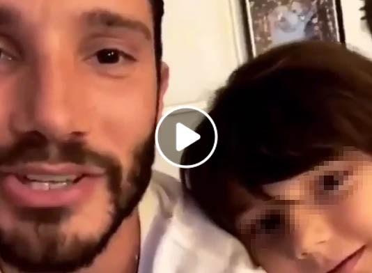 """""""Lezioni di Napoeltano 2"""" per Santiago, figlio di Belen e Stefano De Martino"""