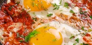 """Ricetta dell'uovo in purgatorio o """"ova 'o mbpriatorio"""""""