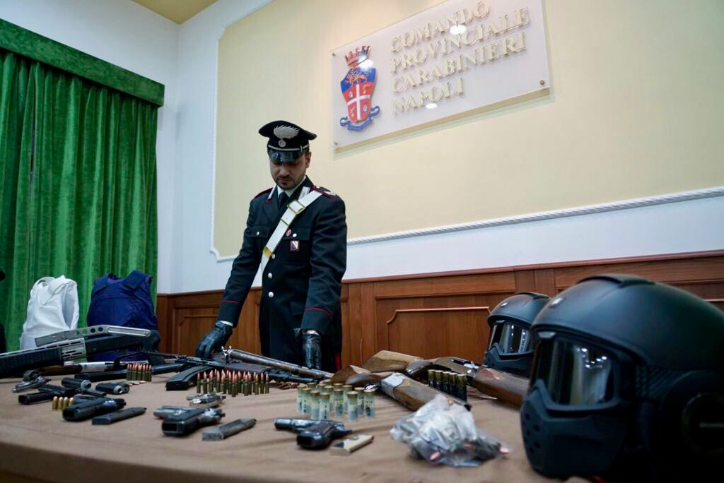 Napoli, maxi blitz contro il clan camorristico Lo Russo