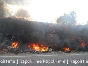 rifiuti incendiati