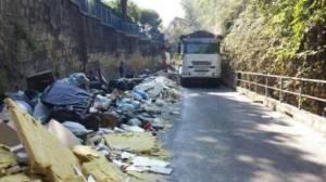 Napoli, 3 settembre 2013 - Sequestrata a Napoli una discarica abusiva ad Agnano e un cantiere al Vomero che sversava rifiuti sulla strada. In azione è entrato il Nucleo  Ambientale della Polizia Municipale della città. I titolari del cantiere sono stati denunciati. (ANSA/Polizia Municipale).