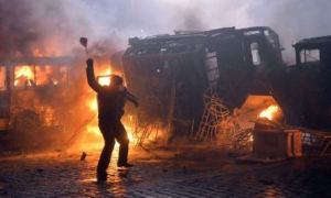 Protesters throw stones during the clash with police in the centre of the Ukrainian capital Kiev on January 20, 2014,  after 200,000 turned up for an opposition rally in a show of defiance against strict new curbs on protests. Police used tear gas and smoke bombs in a bid to disperse hundreds of people who sought to storm police cordons near the Verkhovna Rada parliament in the capital. AFP PHOTO/ SERGEI SUPINSKY