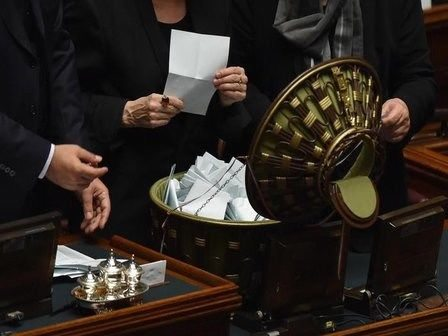 Quirinale: Camera, finita prima votazione, in corso spoglio
