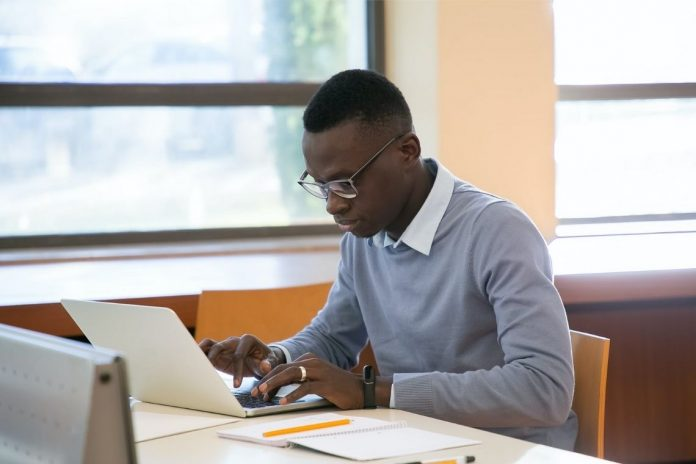 certificado - cursos online com certificado 696x464 - 58 sites que oferecem cursos online e gratuitos com certificado