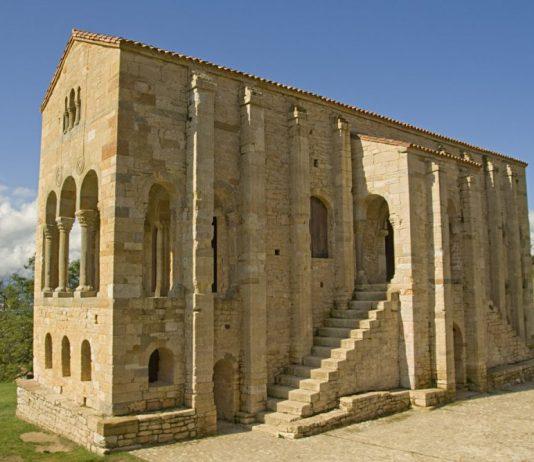 Spagna nord occidentale. L'angolo verde della penisola iberica ricco di natura e città affascinati: La Coruna, Oviedo.