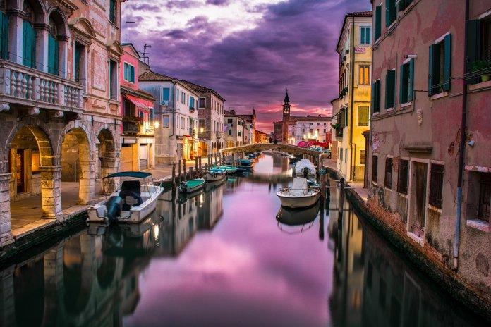 La storia di Venezia ovvero la gestione dell'immagine della città regina dei mari e dei commerci attraverso i secoli.