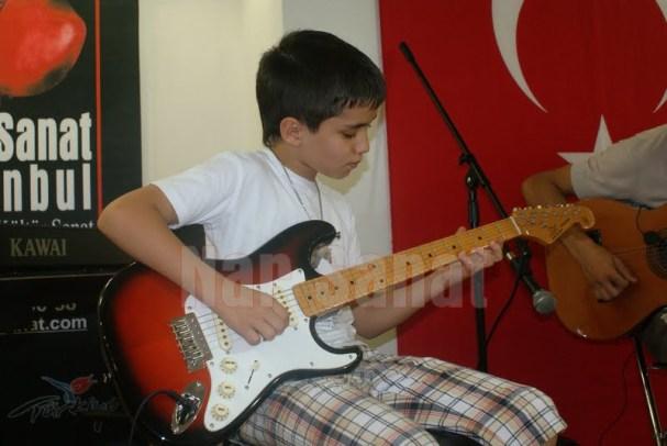 yetenekli gitar öğrencilerimiz