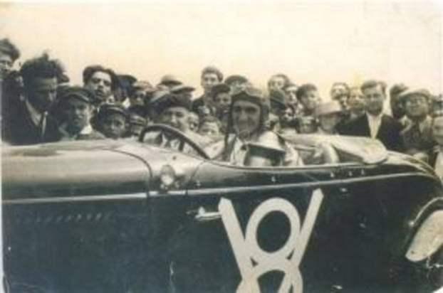 İlk ehliyetli kadın ve ilk otomobil yarışları şampiyonu-Samiye Morkaya