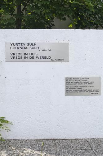 Ataturk straat monument Amsterdam-Noord